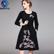 Модное платье миди с круглым вырезом и вышивкой повседневное