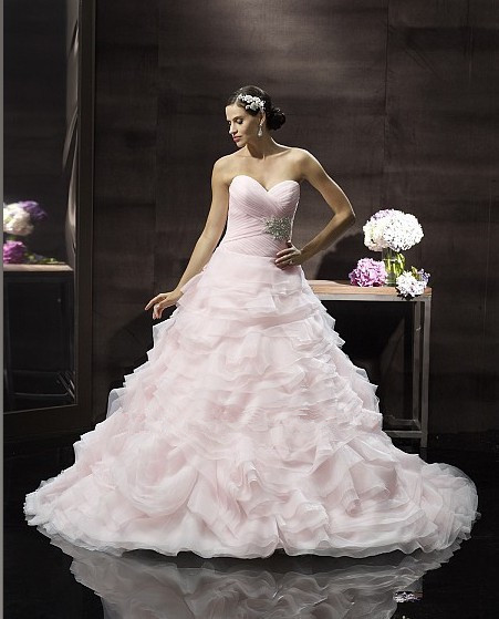 2016 Soft Organza Layers Dramatic Ball Gown Flattering Sweetheart Ruched Bodice Beaded Medallion Half Corset Ties Wedding Dress