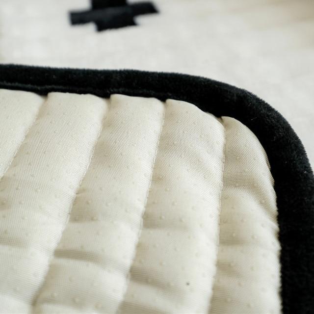 Фото зимняя нескользящая плюшевая диванная подушка всесезонная универсальная цена