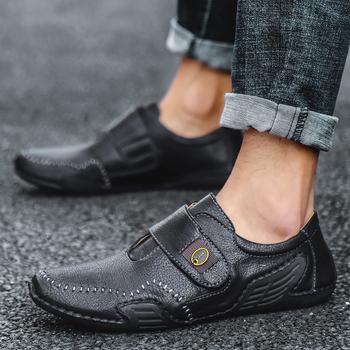 Casual Men oryginalne skórzane buty łódź męskie buty mokasyny Mocassin męskie mokasyny męskie wsuwane mokasyny jazdy marki Desinger tanie i dobre opinie D Howe kei Classics CN (pochodzenie) Na co dzień GENUINE LEATHER Skóra bydlęca podstawowe Kożuch sandały RUBBER Mieszkanie (≤1cm)