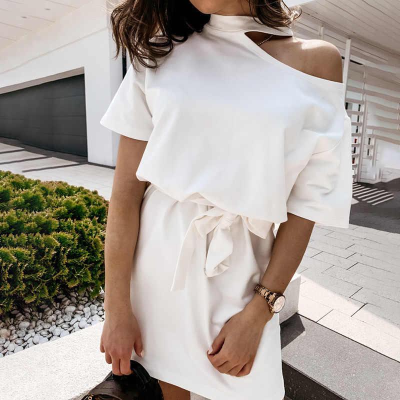 オフショルダーの女性ミニドレス半袖でベルトレディースショートドレス 2020 夏のファッションカジュアル女性ストリート