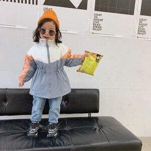 Image 2 - 겨울 소녀의 코트 새로운 도착 한국 스타일의 면화 두꺼운 일치하는 색상 멋진 달콤한 아기 소녀를위한 패션 긴 자켓