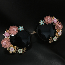 New Fashion Baroque Women Girls Metal Flower Sunglasses Retro Luxury Gems Sunglasses Summer Beach Glasses