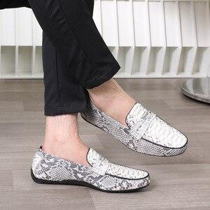 Image 4 - Fancy Exotische Echt Python Leer Soft Rubble Zool Mannen Flats Kleding Schoenen Authentieke Snakeskin Mannelijke Slip On Schoenen voor Suits