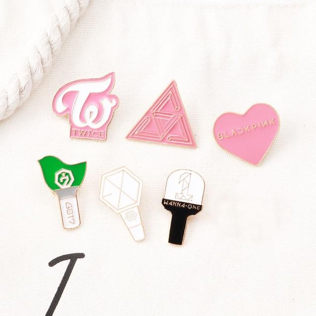 KPOP LightStick эмалированные булавки Bangtan мальчики булавки дважды EXO GOT7 WANNA ONE SEVENTEEN логотип значки ювелирные изделия Аксессуары подарок