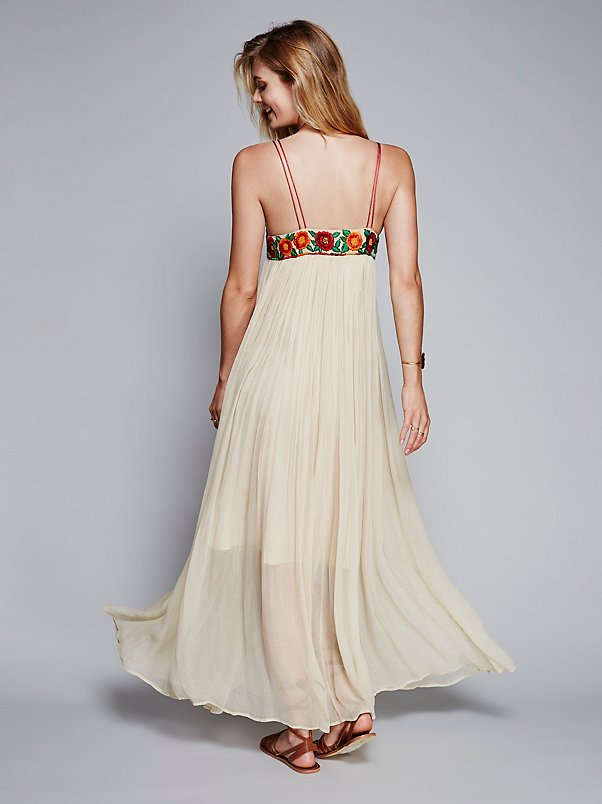 Maxi Dress Floral Embroidery Style