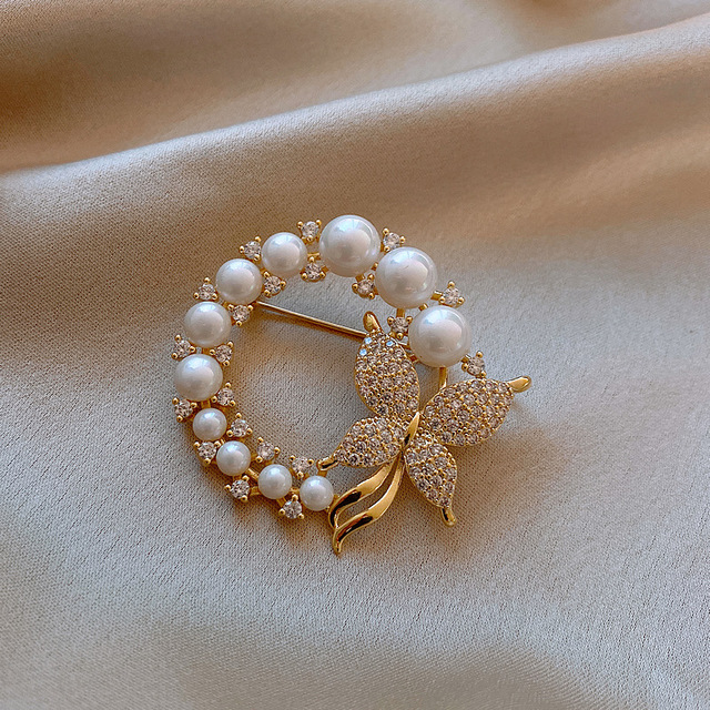 CINDY XIANG New Pearl and Rhinestone Circle Brooches for Women Baroque Trendy Elegant Butterfly Brooch Pins Party Wedding Gifts 3