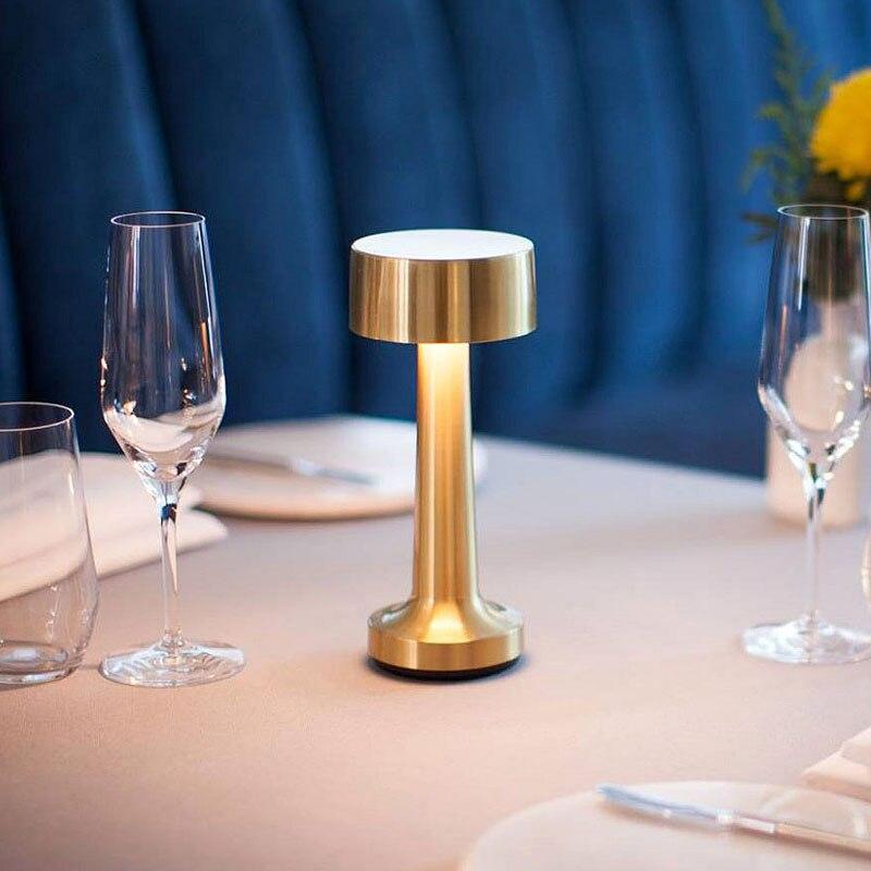 Vintage stolik barowy lampy złoty wymagalny Led lampki nocne sypialnia przenośny akumulator biurko stojąca lampa oprawy restauracja Home Deco