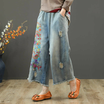 Vintage Flower Embroidered Jeans For Women Elastic Waist Ripped Hole Jeans Female Wide Leg Denim Pants Pantalon Femme kobeinc streetwear hole ripped jeans for women flower embroidery ankle length pantalon mujer summer fashion female denim pants