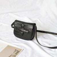 Joker casual flip buckle black bag bags for women 2018 net red crocodile pattern shoulder Messenger bag Korea retro saddle