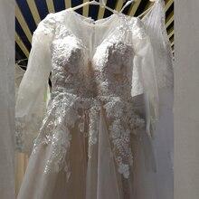 로맨틱 레이스 appliques 라인 긴 소매 웨딩 드레스 2020 특종 목 단추 다시 바닥 길이 신부 드레스 샴페인