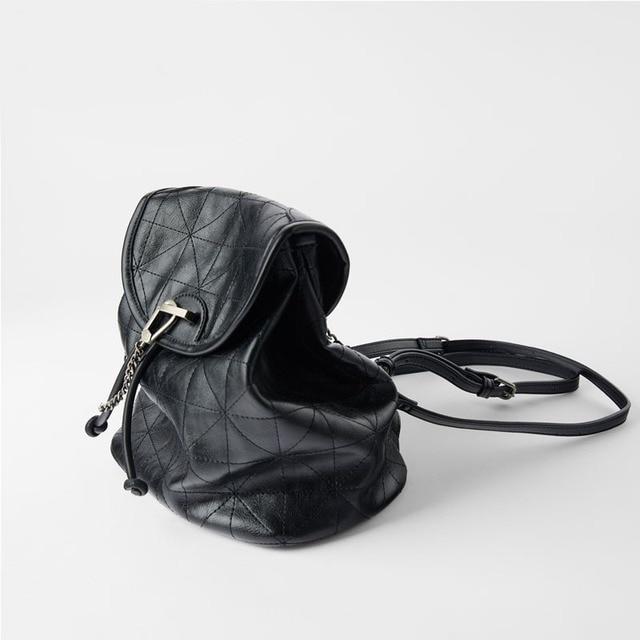 Women's Bag 2021 New Black Flip Soft Shoulder Bag Large Capacity Chain Bag Fashion Lingge Leather Backpack Women 2