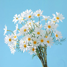 5 Heads Artificial Daisy Bunch Dry Flowers Chrysanthemum Bridal Bouquet Silk Flowers Party Wedding Decoration 52CM Tiny Flowers