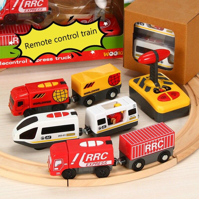 Controle remoto rc elétrico pequeno trem brinquedos conjunto conectado com a trilha ferroviária de madeira interessante presente para as crianças