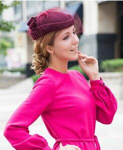 Image 4 - 100% فاسيناتور الصوف الشتاء المرأة الأنيقة قبعة دائرية شعر أسود أحمر السيدات الزفاف قبعات بيريه Bowknot كنتاكي ديربي فيدوراس
