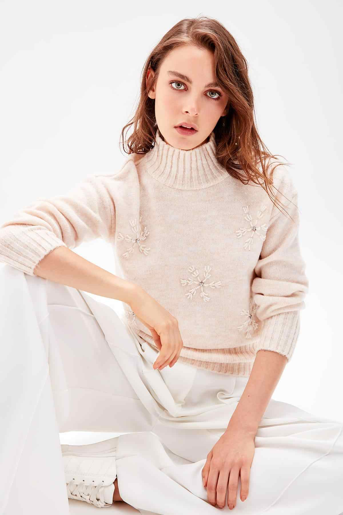 Trendyol Stone Embroidered Sweater TWOAW20FV0101