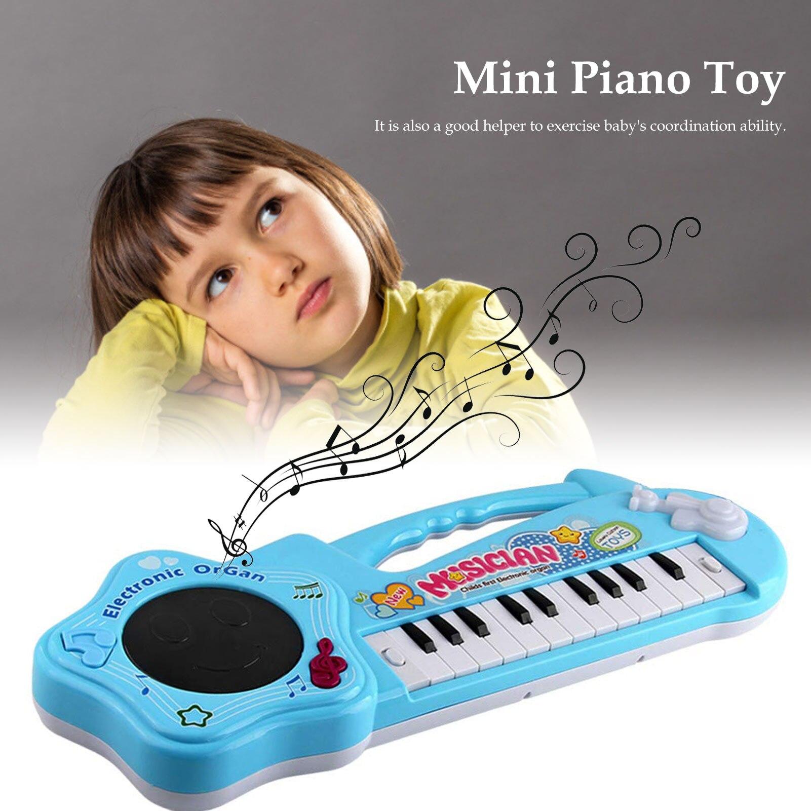 Infantil jogando piano eletrônico educacional brinquedos do