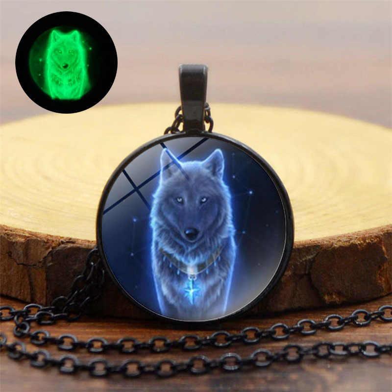 Klasyczne świecące w ciemności naszyjnik kobiety mężczyźni Punk biżuteria z wiszącą ozdobą z motywem wilka szklaną kopułą stop Luminous naszyjnik prezenty