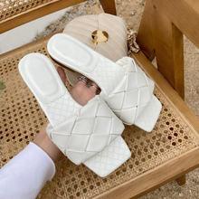 Шлепанцы женские кожаные сланцы открытый носок плоская подошва
