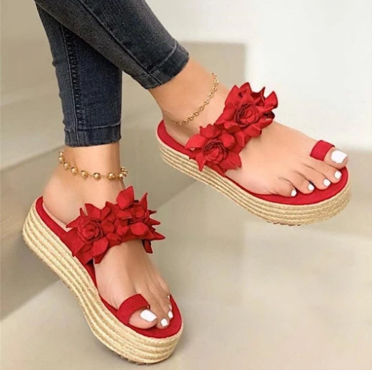Sandalet kadın kızlar çiçek düz bohem tarzı bayan rahat sandalet terlik plaj ayakkabısı tatlı kama Platform sandaletler Sandalias