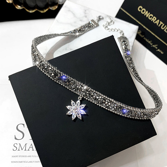 Fashion Crystal Ice Flower Pendant Necklace Glitter Adjustable Metal Chain Women Chic Punk Choker Clavicle Chain Neck Jewelry 1