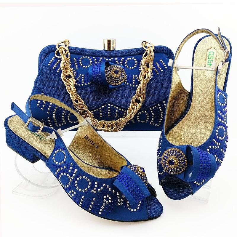 Mode nigériane strass couleur bleu Royal dames chaussures et ensemble de sacs Style africain talons hauts chaussures et sac à main pour la soirée