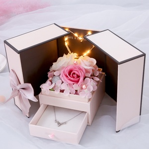 Caja de jabón con rosa para regalo de San Valentín, pendientes románticos con pintalabios, collar de flor eterna, caja de regalo con lámpara para mujer
