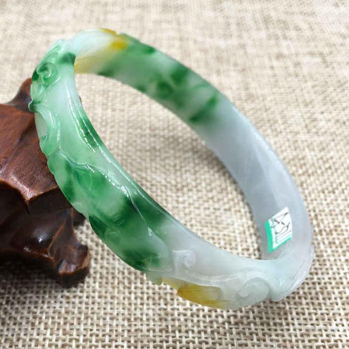 A-371 ที่สวยงามแกะสลัก Emerald Jadeite หยกอัญมณีสร้อยข้อมือกำไลข้อมือ 61 มม.