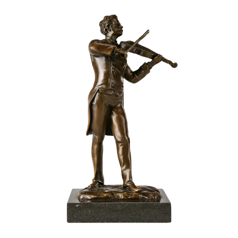 Johann Strauss Statue: Playing the Violin