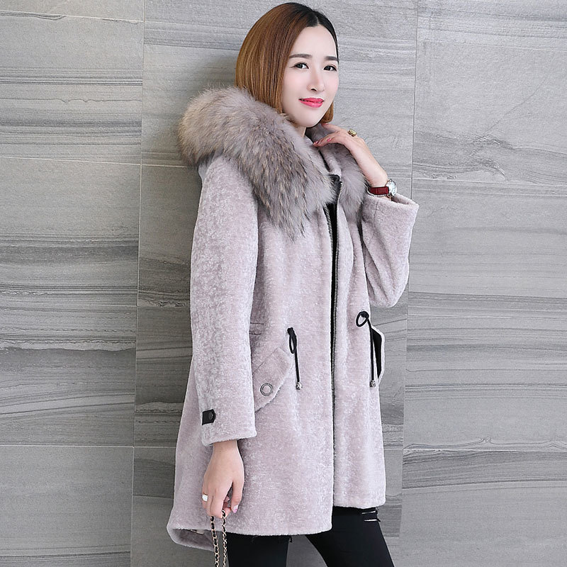 Women's 2020 Real Fur Coat Sheep Shearing Coats With Natural Raccoon Fur Collar Hooded Winter Wool Female Jacket 17077        S