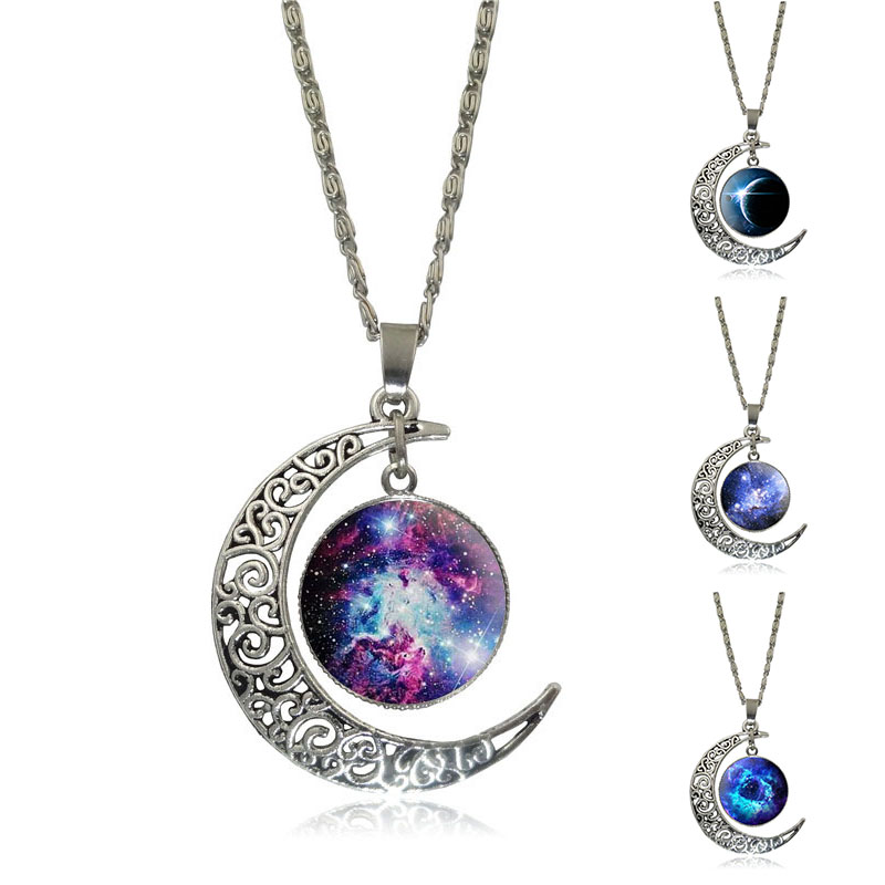 Belle galaxie nébuleuse croissant de lune collier à la main - Bijoux fantaisie - Photo 1