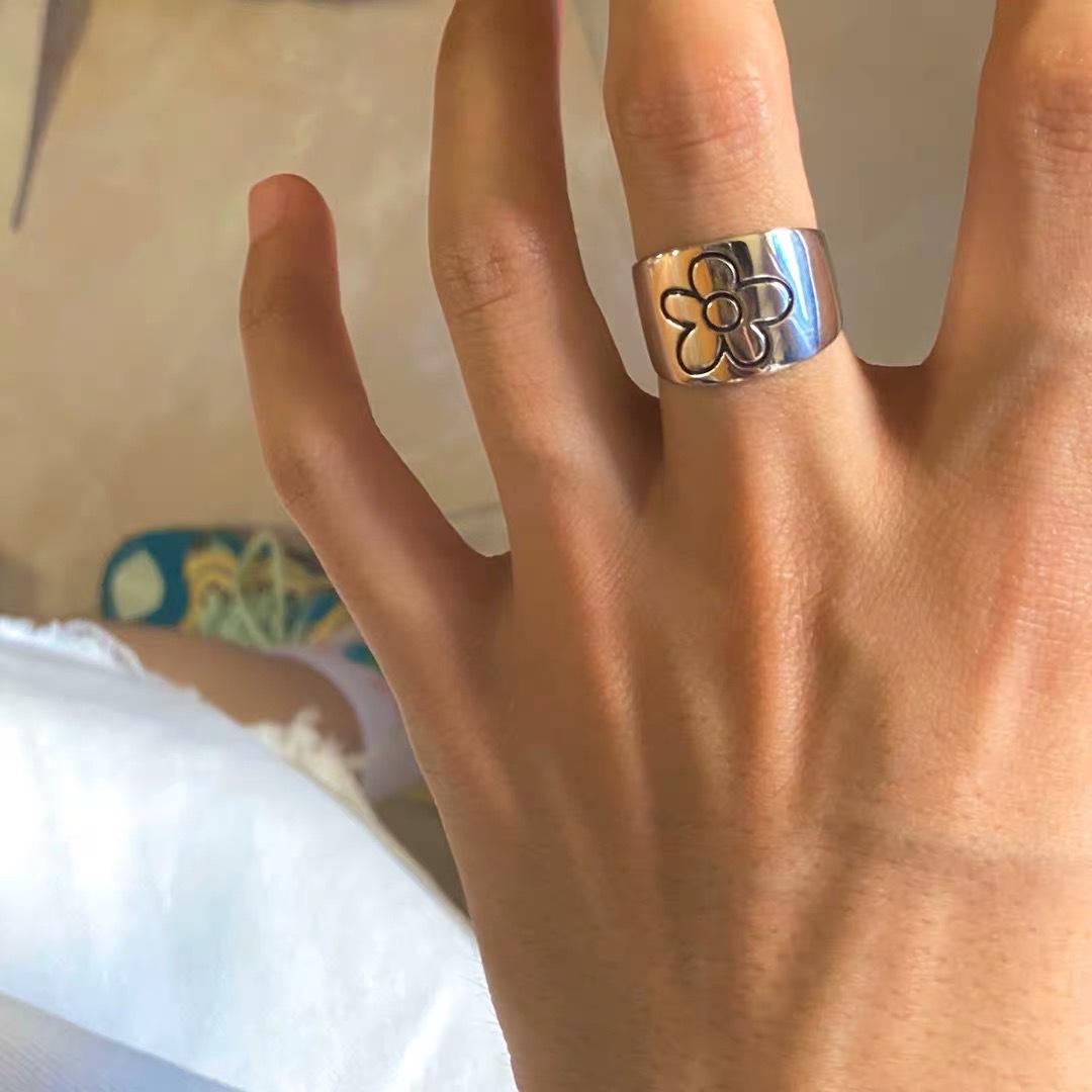 2020 New Korean Style Flower Rings for Women Punk Trendy Vintage Plum Blossom Ring Small Daisy Flower Rings Party Couple Rings
