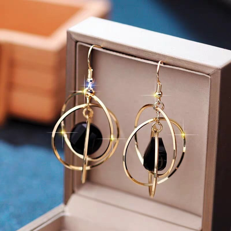 The new 2020 Luxury temperament creative jewelry high-end elegant geometric round wedding party female personality earrings