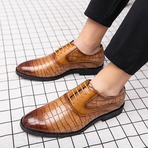 Image 5 - 男性ドレスシューズ紳士ビジネスパティ革の結婚式の靴メンズフラットレザーオックスフォード正式な靴