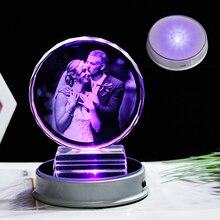 ที่กำหนดเองกรอบรูปคริสตัลที่มีสีสัน LED ฐานเลเซอร์แกะสลักภาพของที่ระลึกของขวัญแก้วงานแต่งงานกรอบรูป