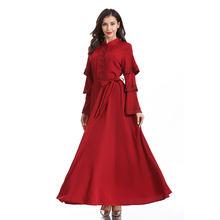 Женское платье с расклешенными рукавами воротником стойкой и