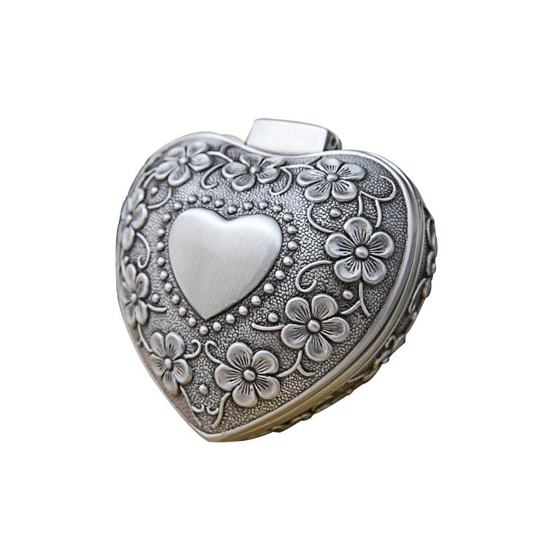 Vintage Jewelry Box Antique Heart Shaped Treasure Organizer Classic Heart Shape Metal Gift Box for Valentine\'s Day Festivals