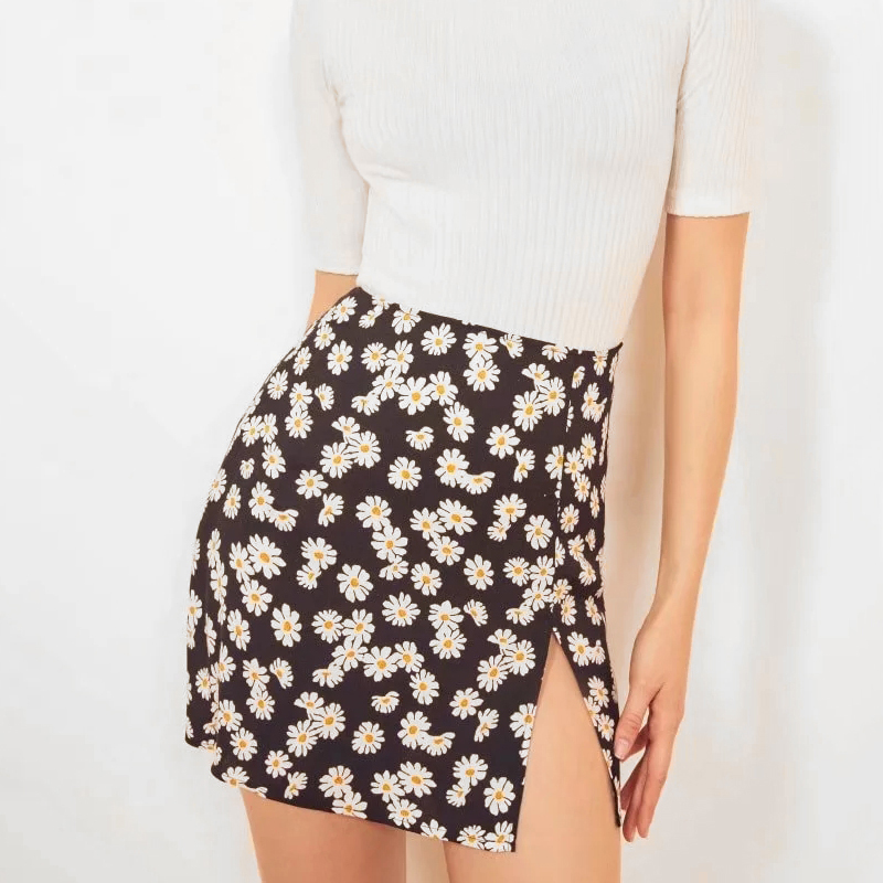 Women Ruffle Edged Hem Floral Print Mini Skirt 2020 Summer Women Fashion Mini Skirt With Front Split In Daisy Floral