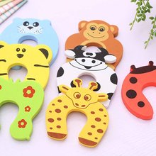 1PC Kids Baby Cartoon Animal Jammers Stop Edge Corner Guards Door Stopper Holder lock baby Safety Finger Protector Random Color 2017 special offer baby gate 6pcs child kids lovely door stopper doorway jammers guard finger protect baby safety protector