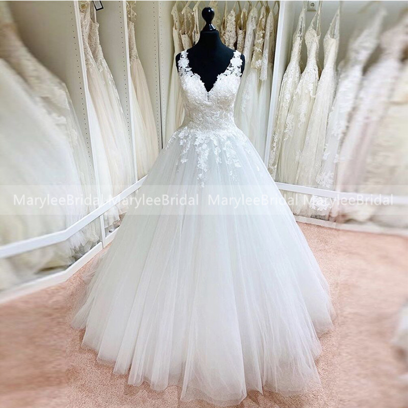 Backless Princess Ball Gown Wedding Dress Cropped V-neck Sleeveless White Lace Appliques Tulle Bridal Dress Robe Mariage Custom