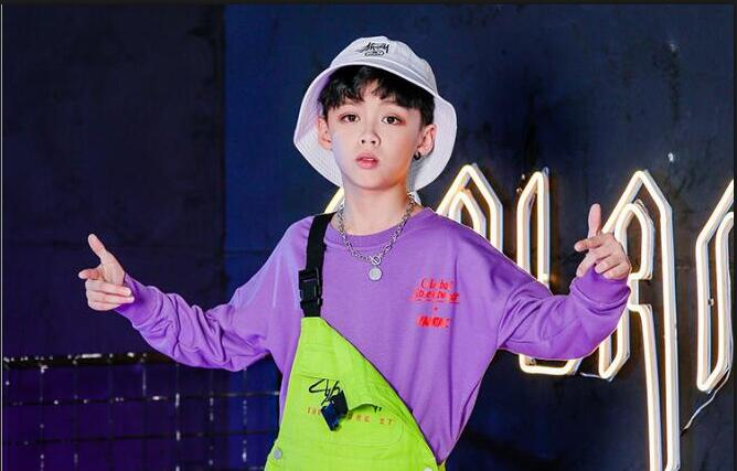 Детская танцевальная одежда в стиле хип-хоп для девочек и мальчиков, спортивная рубашка, топы, штаны на лямках, костюмы для бальных танцев, верхняя одежда - Цвет: Purple Tshirt