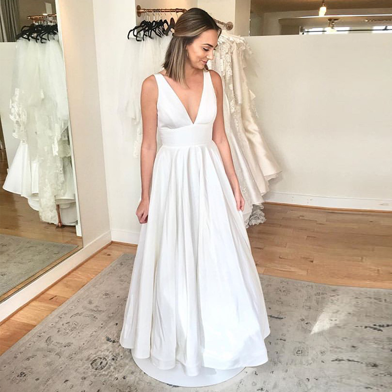 Sexy V-neck Sleeveless Beach Wedding Dresses 2019New Arrival Cheap Backless Back Bow Bridal Dress Customizable Wedding Gowns
