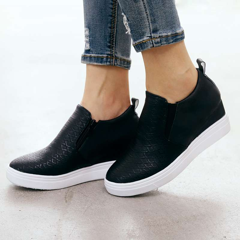 2019 New Flat Heel Shoes Inner Heel Height Increasing Leather Sneakers Slip On Plus Size Women Casual Cozy Flats Shoes XWD7903