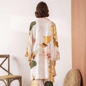 Image 5 - Sıcak satış bayanlar pijama seti konfor gevşek 3 adet Set çiçek baskılı zarif yumuşak gecelik Femme pijama bahar ve sonbahar