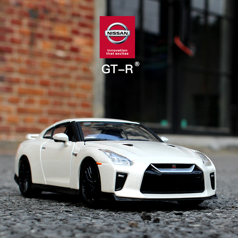 Bburago 1:24 2017 Nissan GTR  Car Die Casting Model Car Alloy Car Model Simulation Car Decoration Collection Gift Toy