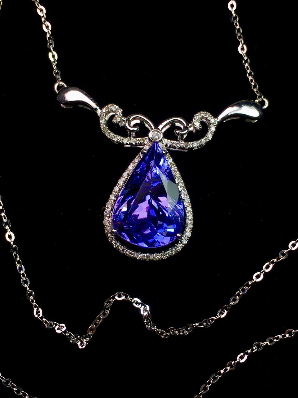 غرامة مجوهرات الحقيقي 18 K الأبيض الذهب الخالص 100% الطبيعي الأزرق أصل تنزانيا تنزانيت الأحجار الكريمة 4.1ct الماس الإناث غرامة القلائد-في المعلقات من الإكسسوارات والجواهر على  مجموعة 1