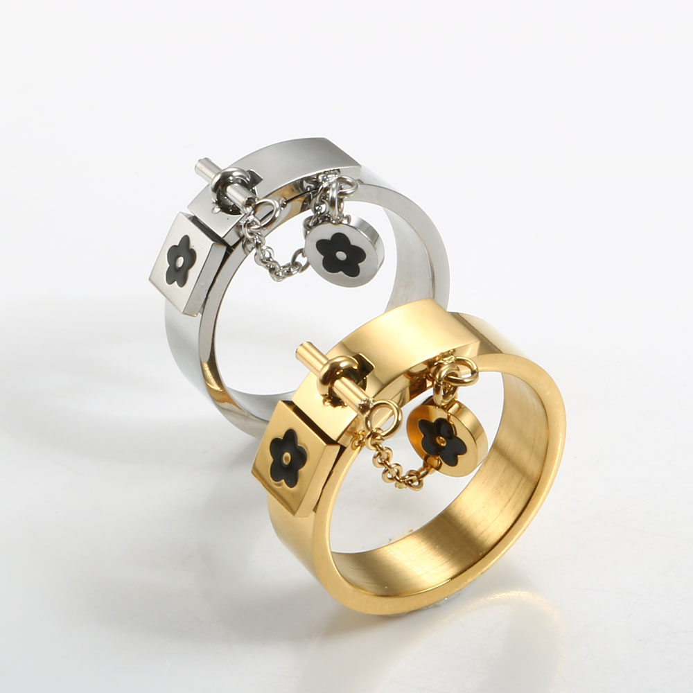 Luxury Gold Plating Stainless Steel Ring Lucky Flower Charm Rings Jewelry Gift For Women Girls Wedding Party Finger Rings
