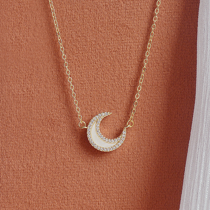 Korean Fashion Exquisite Moon Necklace for Women Vintage Zircon Clavicle Thin Chain Anniversary Wedding Jewelry Pendant Gift