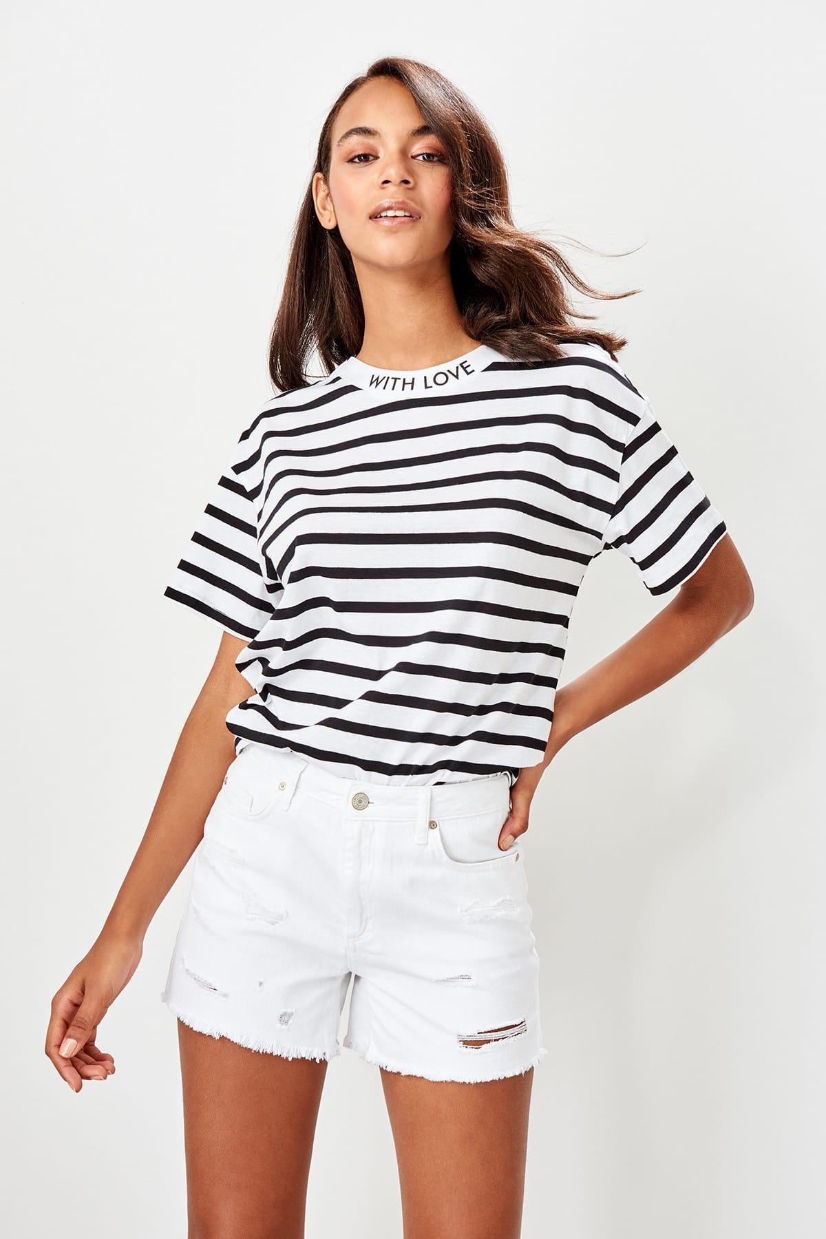 Trendyol White Ripped Detailed Denim Shorts TWOSS19SR0001