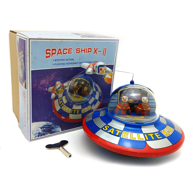[Funny] Adult Collection Retro Wind up toy Metal Tin UFO space ship astronaut spaceman Clockwork toy figure model vintage toy image